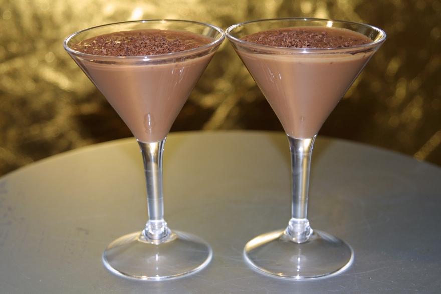 Бокалы с коктейлем горячий шоколад