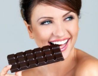 Женщина и шоколадка