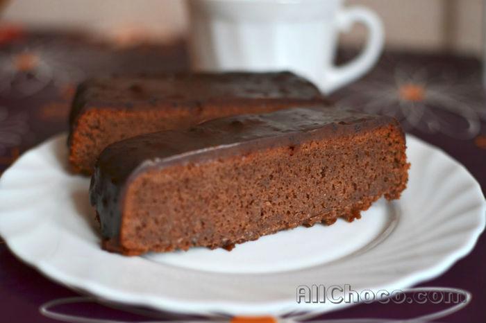 Шоколадные кекс с шоколадом сверху