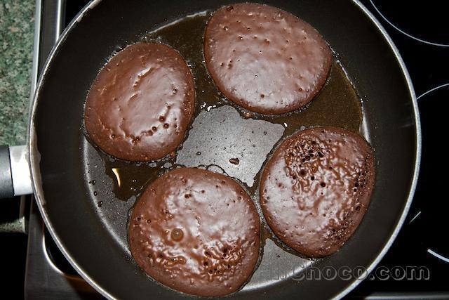 Оладьи из шоколада на сковородке