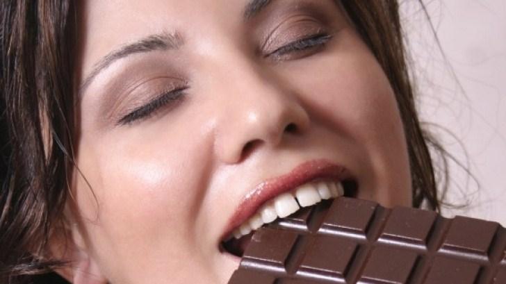 Девушки любят шоколад
