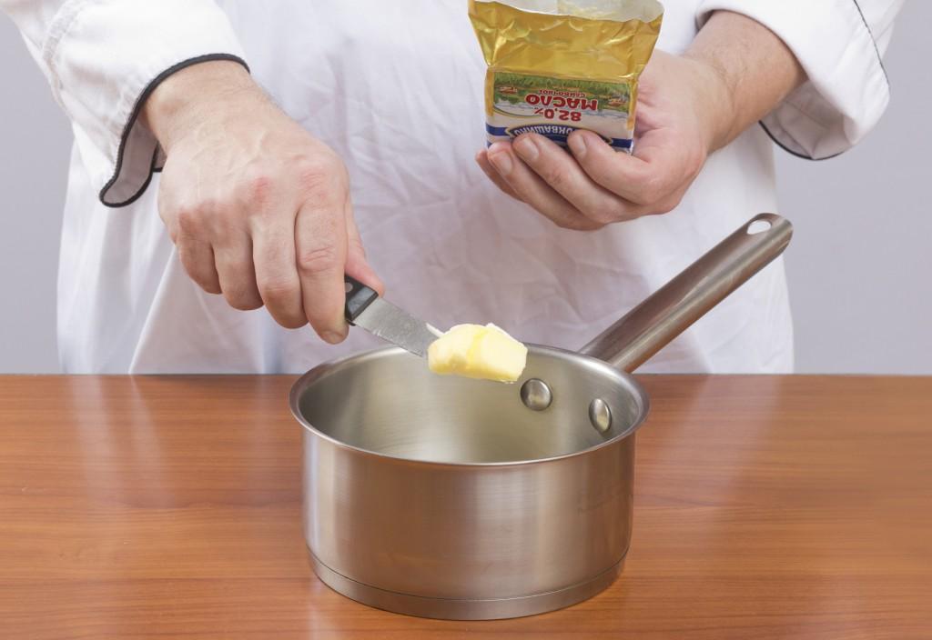 Растопите сливочное масло
