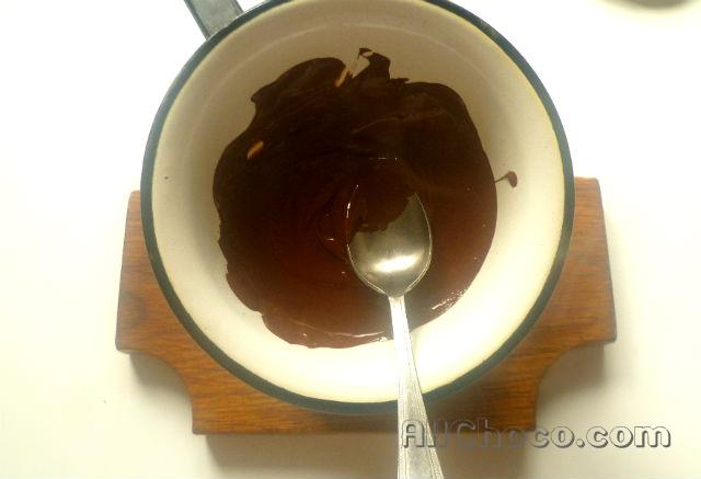 Растопим шоколад на водяной бане