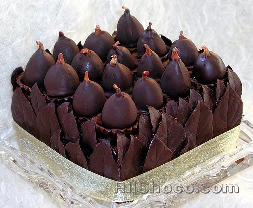 Шоколадные листья в корзинке
