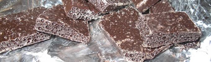 Пористый шоколад с белым налётом