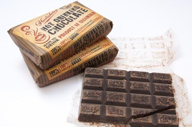 Шоколад в упаковке и без