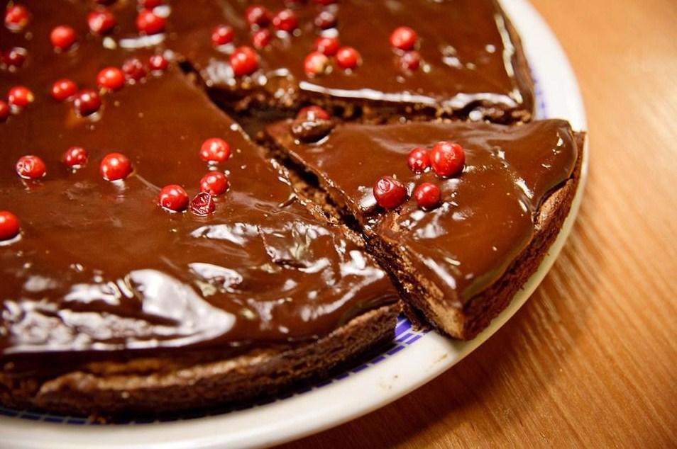Шоколадный торт с клюквой рецепт