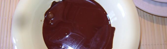 Как растопить шоколад в микроволновке?