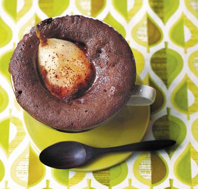 Шоколадный кекс с грушей и имбирём