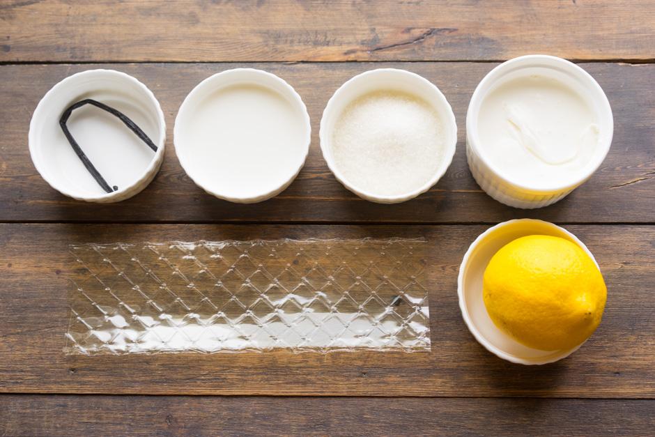желатин, ваниль, лимон, сахар, сливки и молоко