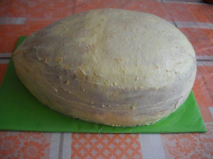 Придание формы торту Киндер Сюрприз