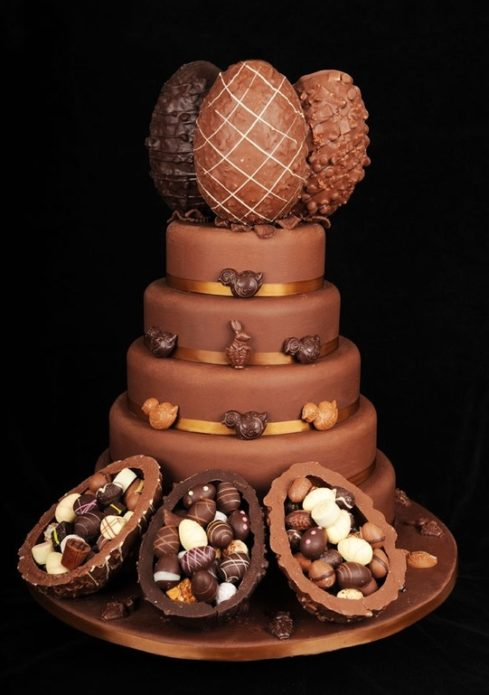 Красивый торт для поклонников шоколадных яиц