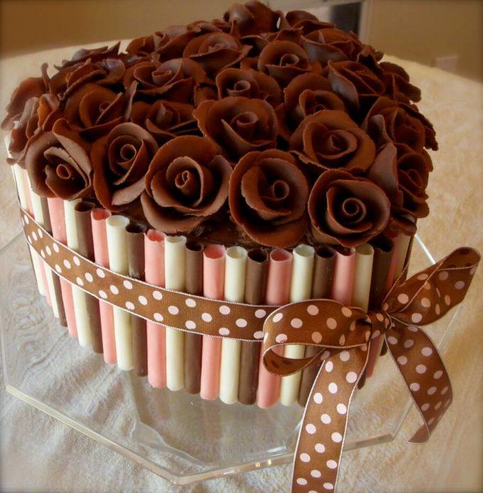 Изумительно красивый букет из шоколадных роз