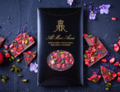 плитка шоколада с клубникой