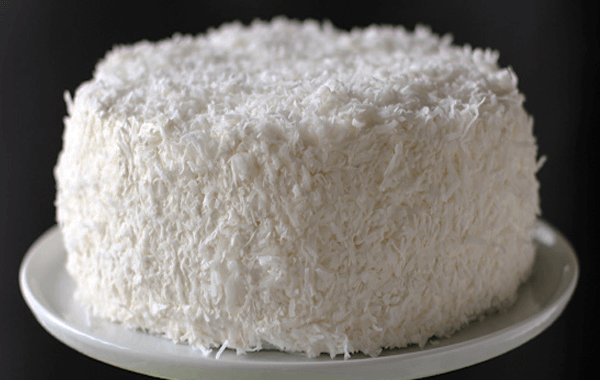 Торт «Баунти» с кокосовой стружкой и посыпкой