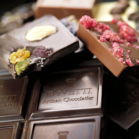 Шоколадное лакомство с ягодами от Bovetti