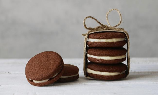 Стопка домашнего печенья «Орео»
