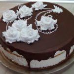 Торт с кремовыми розами