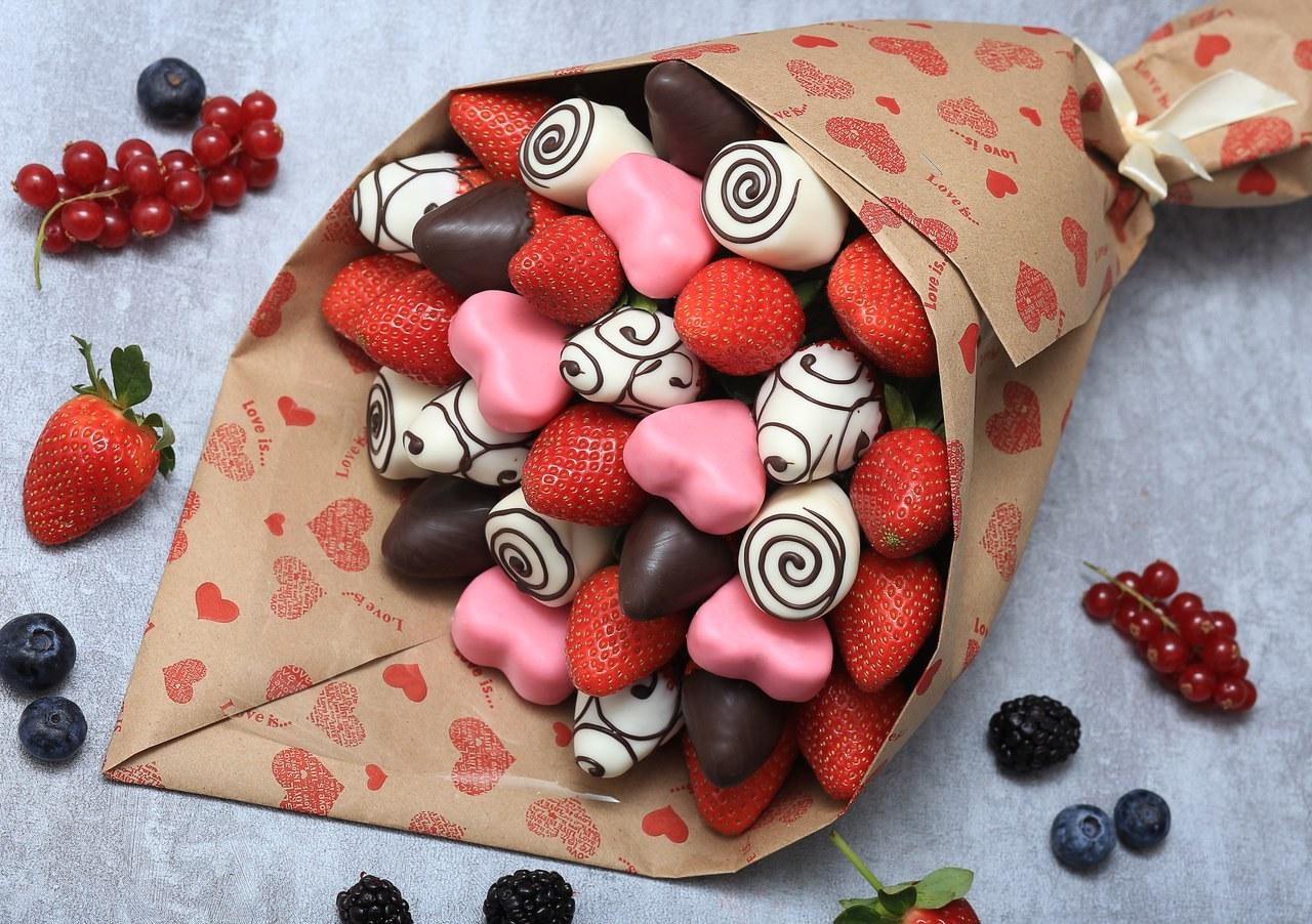 Как сделать букет из клубники в шоколаде?