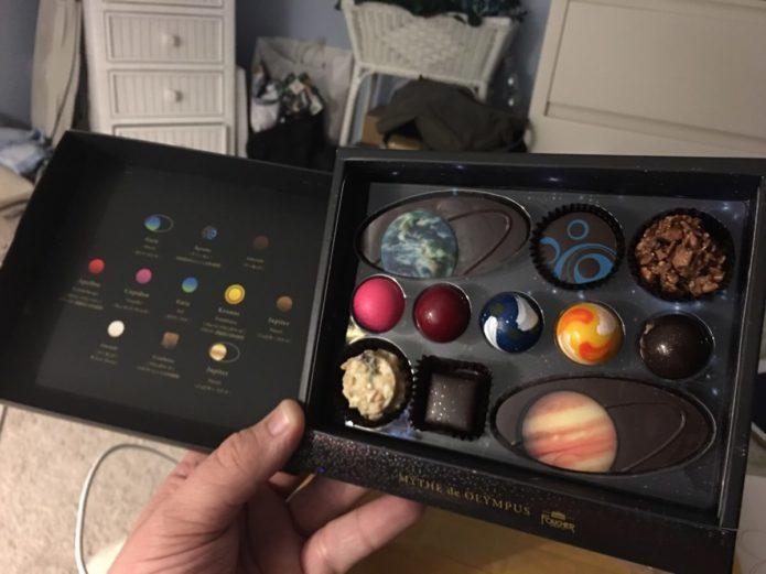 Шоколад в виде планет солнечной системы