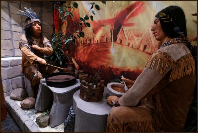 Экспозиция с индейцами, занимающимися приготовлением шоколада