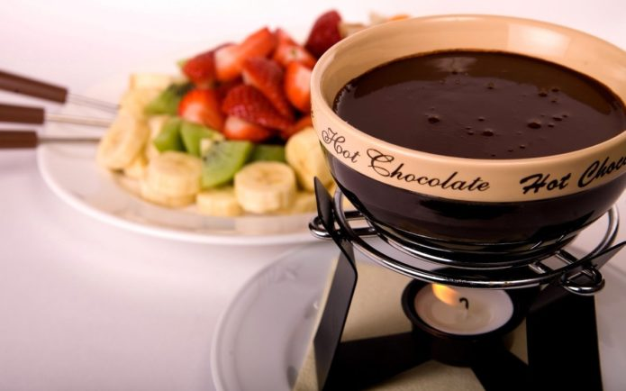 Горячий шоколад с фруктами