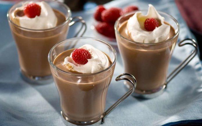 Земляника и сливки в горячем шоколаде