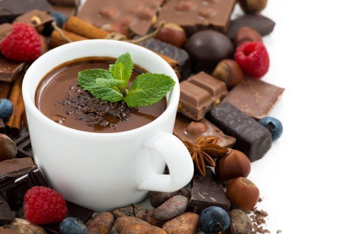 Горячий шоколад с листиками мяты