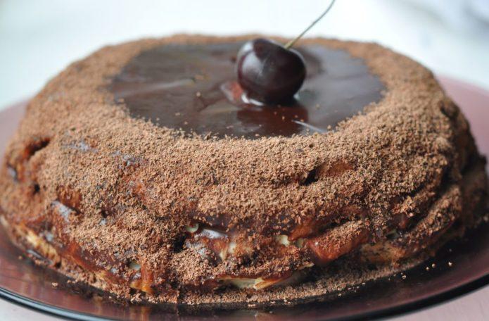 Шоколадно-банановый торт с черешней