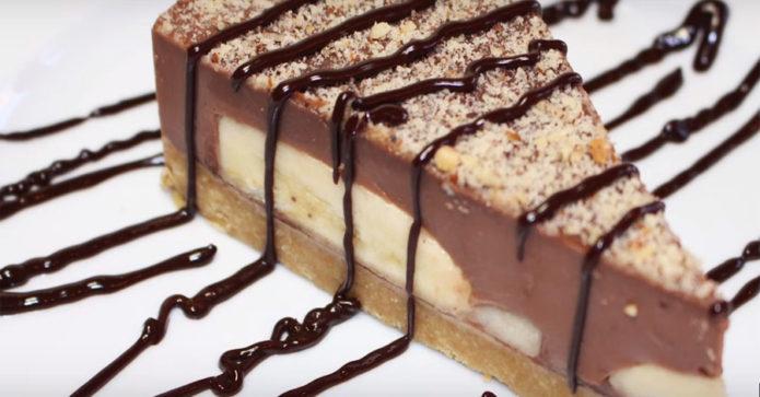 Шоколадно-банановый торт с суфле