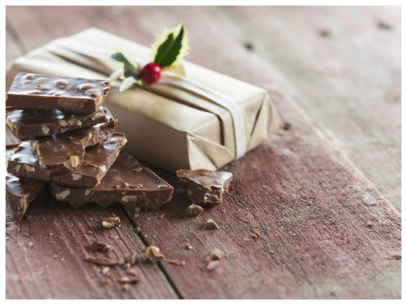 Ворует шоколад