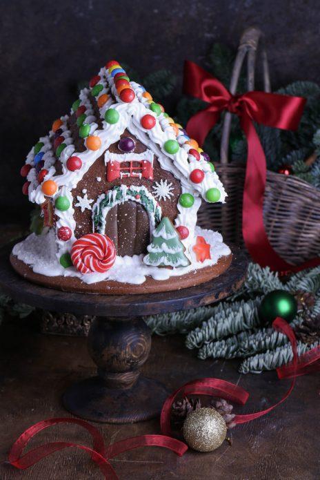 Пряничный домик с конфетами