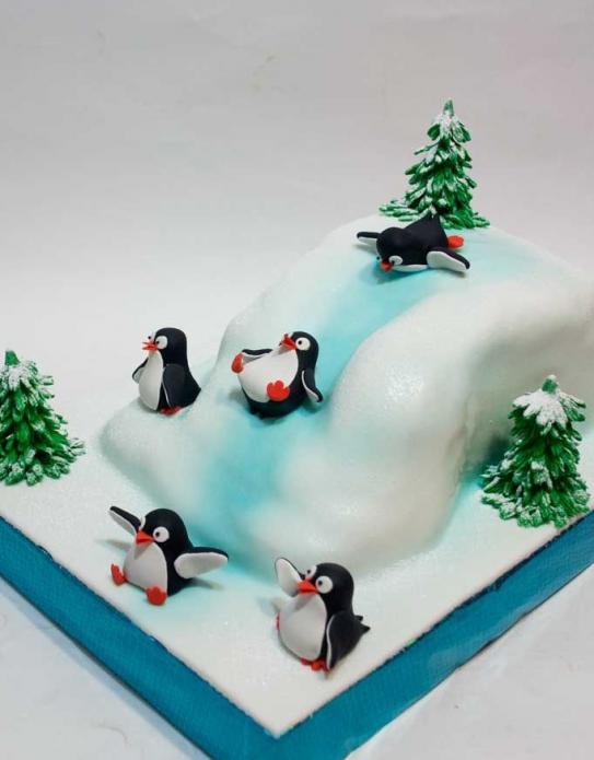 Новогодний пингвин из мастики