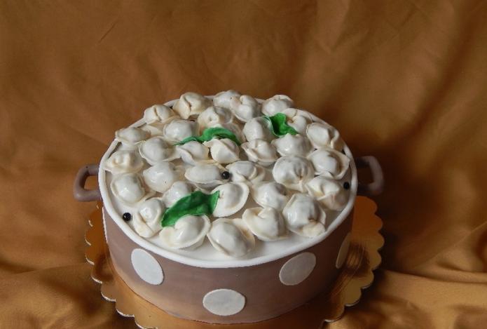 Интересный торт из мастики