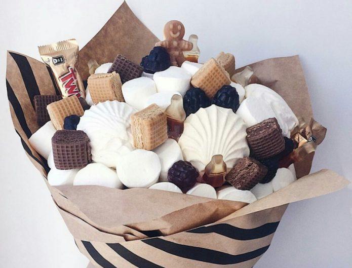 23 идеи букетов из сладостей