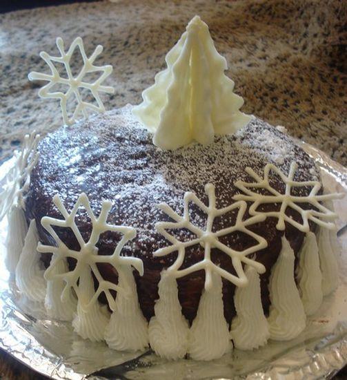 Домашний новогодний торт со снежинками