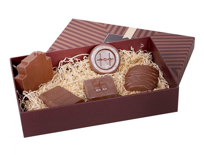 Фигурный шоколад в коробке