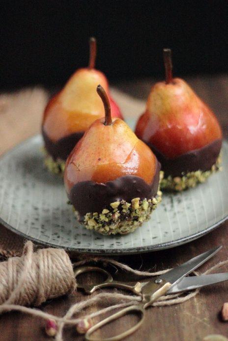 Десерт из груш и шоколада