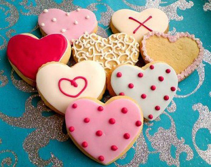 Разнообразные украшения на сердечках