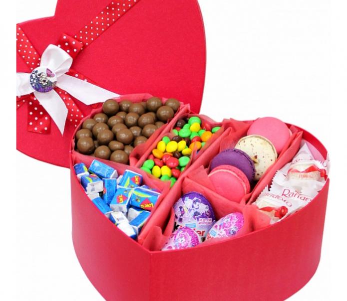 Большая коробка с конфетами