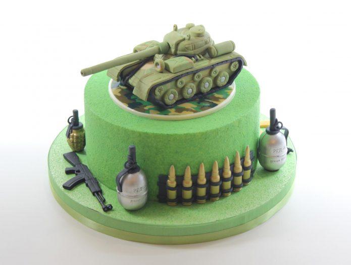 Оружие и танк на торте