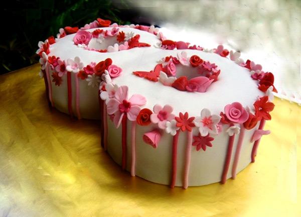 Торт в виде цифры «8»