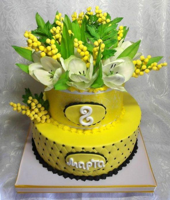 Торт с украшением в виде веточек мимозы
