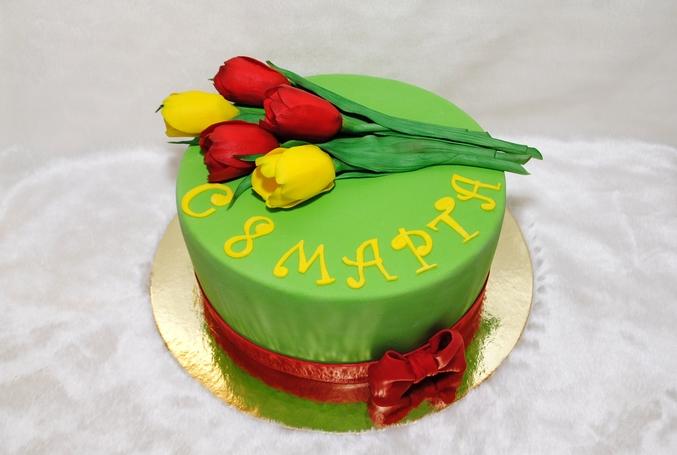 Торт с тюльпанами из мастики и надписью