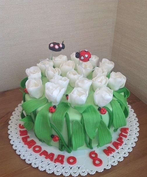 Торт с оригинальным украшением