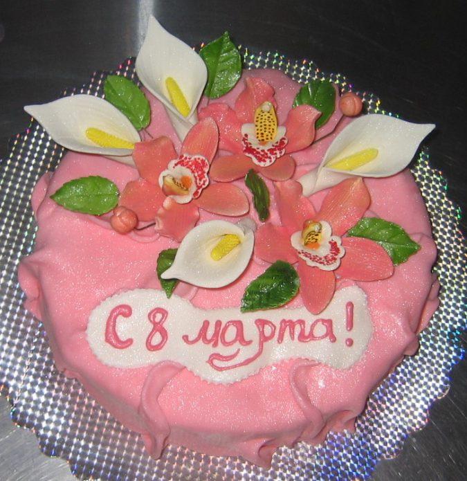 Нежный торт с цветами из мастики
