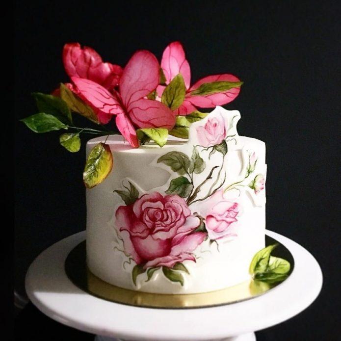 Торт с объёмным декором в виде цветов и бабочек