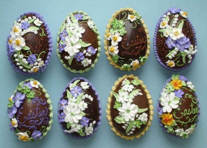 Шоколадные яйца с цветами