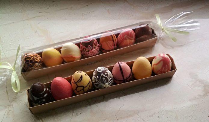 Шоколадные яйца в упаковке