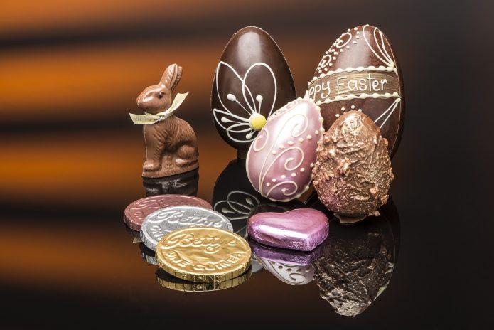 Шоколадные яйца, монетки, кролик